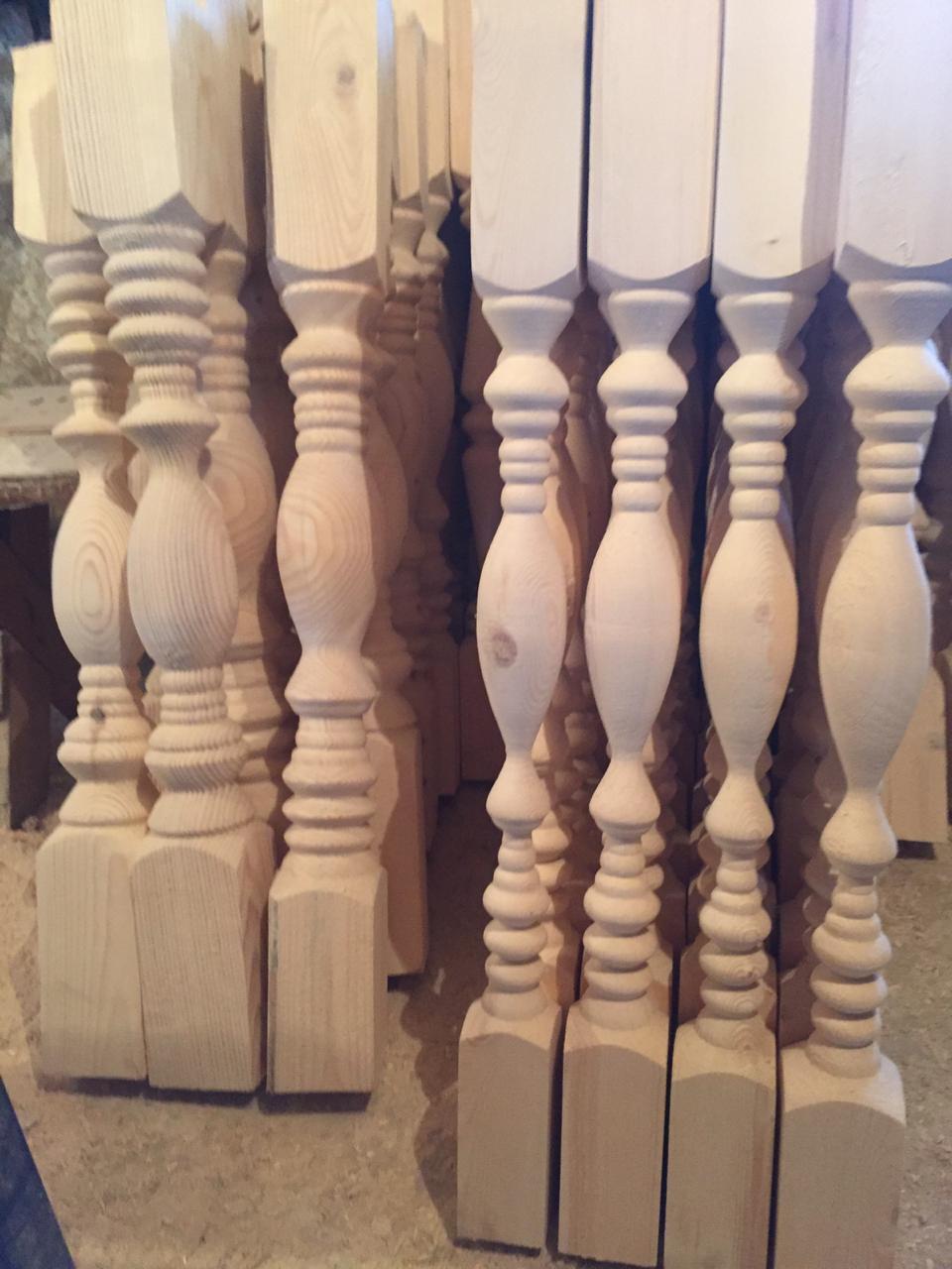 Резные колонны на террасе или крыльце
